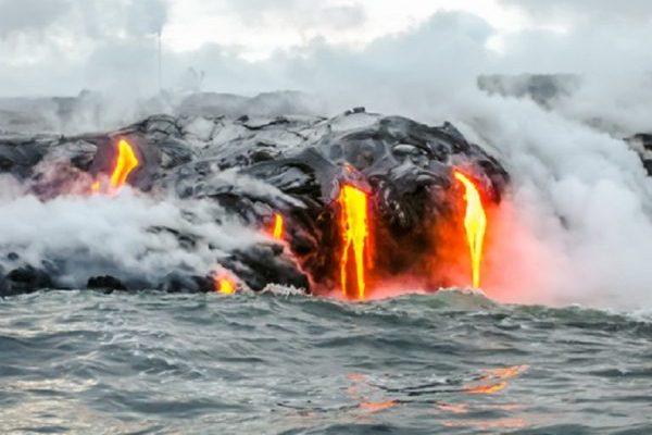 hawaii.volcano.dreamstime_xs_61796617-e1527050350401.jpg