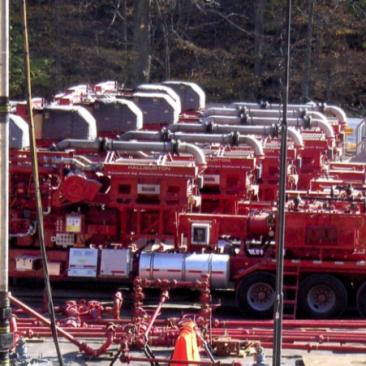 Halliburton-Fracking-Fleet.png